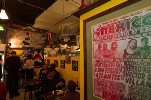 Un restaurante mexicano viva m xico en la calle m s for Los azulejos restaurante mexicano