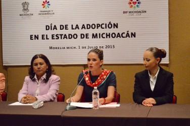 Derribar mitos sobre adopción es el reto: Daniela de los Santos