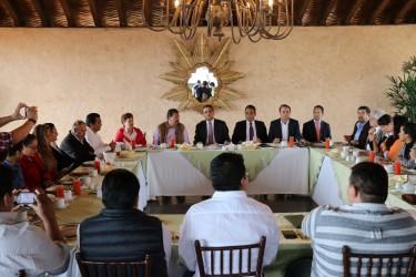 Silvano Aureoles pacta trabajar con PT en Michoacán