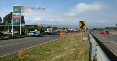 Estudiantes normalistas secuestran unidades de transporte en Tiripetío Michoacán