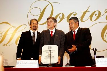Alfonso Lazcano Araujo doctorado Honoris Causa por la Universidad Michoacana