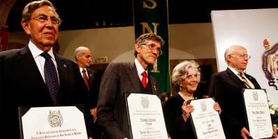 Elena Poniatowska Amor, José Narro Robles, Alfonso Lazcano Araujo y Cuauhtémoc Cárdenas Solórzano, Doctores Honoris Causa por la Universidad Michoacana