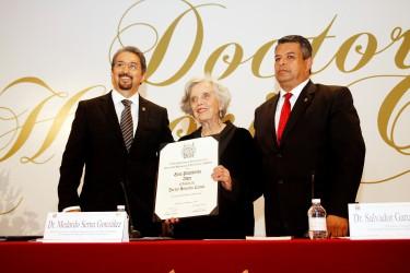 Elena Poniatowska Amor doctorado Honoris Causa por la Universidad Michoacana