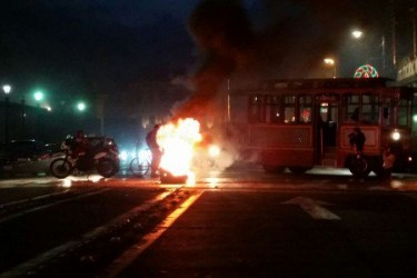 Normalistas incendian centro de Morelia
