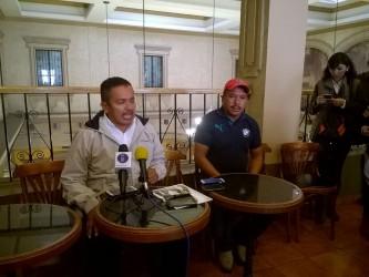 Juan Hernández, ex edil de Aquila, denunció una serie amenazas por supuestos grupos de autodefensas, quienes amedrentan a su persona y familia