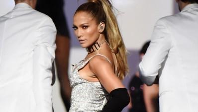 Se le Rompe el pantalón a Jennifer Lopez en concierto