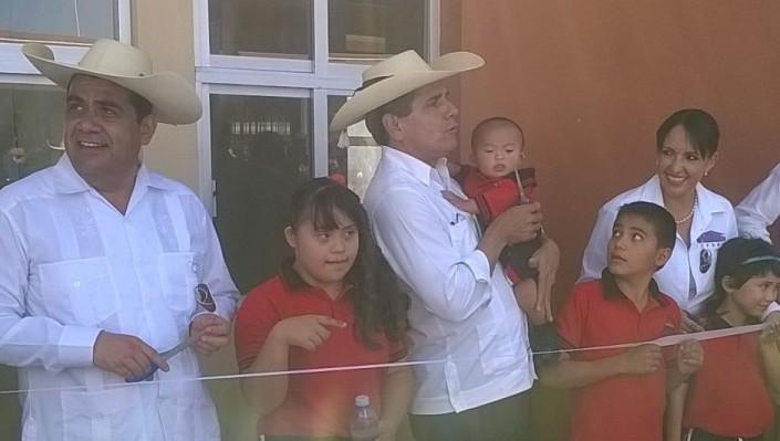 Elías Ibarra Torres con el Gobernador de Michoacán, Silvano Aureoles