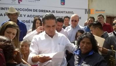 Silvano Aureoles Conejo en Huiramba Michoacán 1 de febrero de 2016