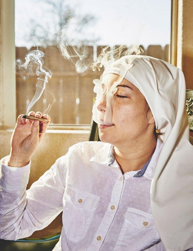 Monjas cultivan mariguana (15)