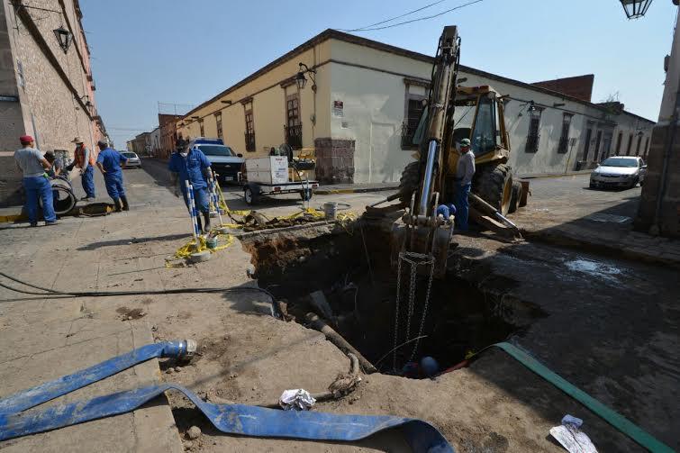 Contin a reparaci n de fuga de agua en el centro hist rico for Fugas de agua madrid