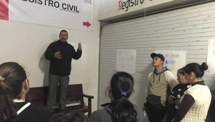 Ex candidato del prd toma oficinas del ayuntamiento de for Oficinas del ayuntamiento