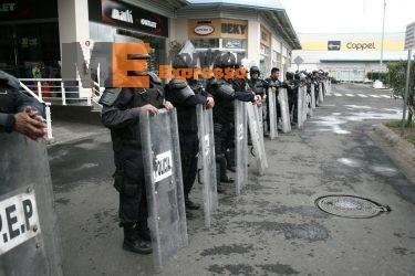 Macroplaza estadio Morelos bloqueos GOES SSP policías por protestas CNTE PROFESORES 2