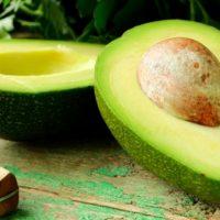 Consumir 100 gramos de aguacate al día reduce el colesterol y la glucosa: IMSS