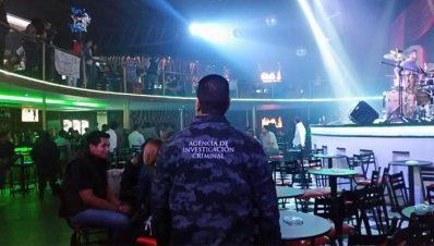 Policía en centro nocturno