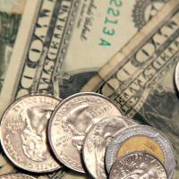 Dólar se vende hasta en 19.40 en bancos de México