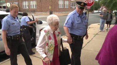 Anciana de 102 años es arrestada