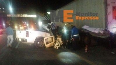 Camioneta se estampa en Morelia