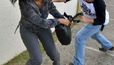Mujer es golpeada y robada por un asaltante en Zitácuaro, Michoacán