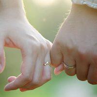 Se pone romántico y creativo para pedir matrimonio a su novia pero incendia la casa
