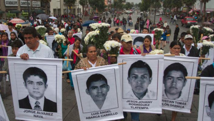 Padres de los 43 exigen la entrega de videos relacionados con la desaparición