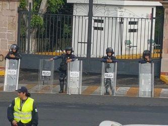 Granaderos en Casa de Gobierno de Michoacán