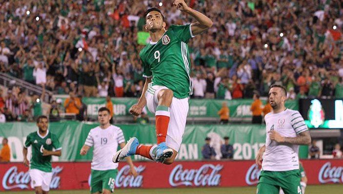 Raúl Jiménez con el la selección Mexicana