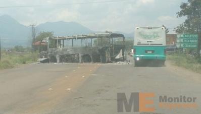 Automotes calcinados en Tiripetío Michoacán