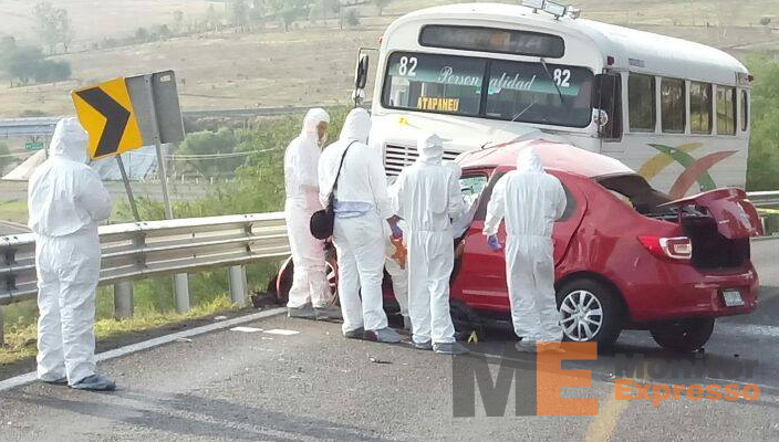 Aparatoso choque en Morelia-Charo deja 2 muertos