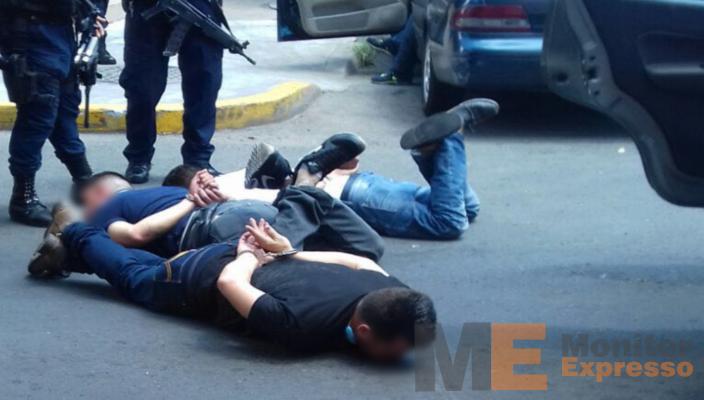 Detienen a 3 sujetos que robaron 100 mil pesos a un cuentahabiente