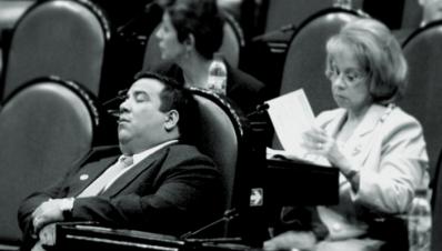 DIputado dormido en el congreso / Foto animal Político