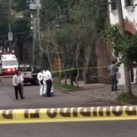 Balean a escolta del Gobernador de Morelos al frustrar un asalto