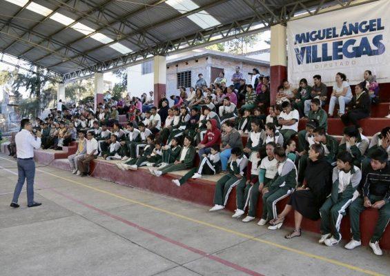 Piden a Miguel Ángel Villegas mejorar infraestructura en Telesecundaria de Morelia Michoacán