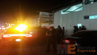 Motosicarios rafaguean base de policía Michoacán en Zamora