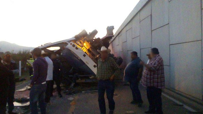 Accidente carretero deja al menos cuatro muertos y 20 heridos en México