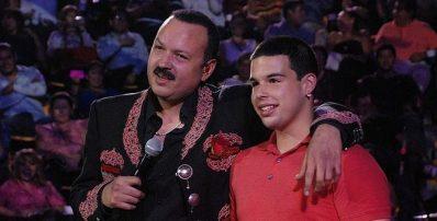 Pepe Aguilar y su hijo Mayor