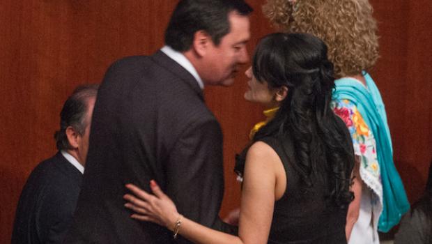 Osorio Chong con Iris Vianey