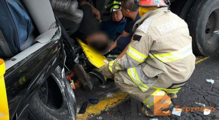 Familia de estadunidense sufre aparatoso accidente en La Piedad Michoacán