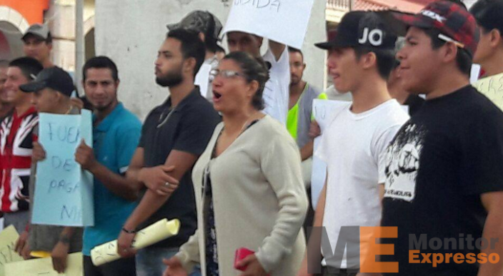 Presentan ante la PGJE a 38 policías de Los Reyes