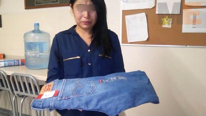 Una mujer que presuntamente robó un pantalón es detenida en Tarímbaro Michoacán