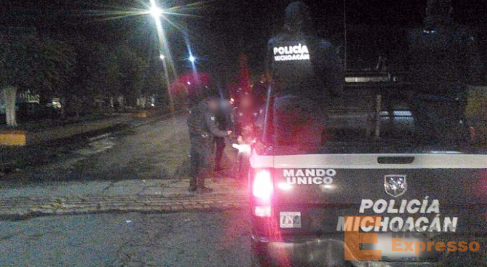 Atacan a tiros base de Policía de Tingüindin
