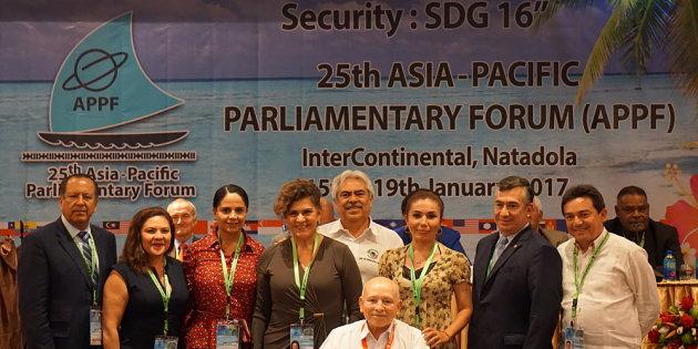 Senadores gastan 2 mdp en viaje a Fiji
