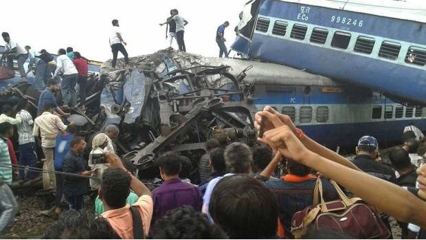 Se descarrila tren en la India hay casi 30 muertos