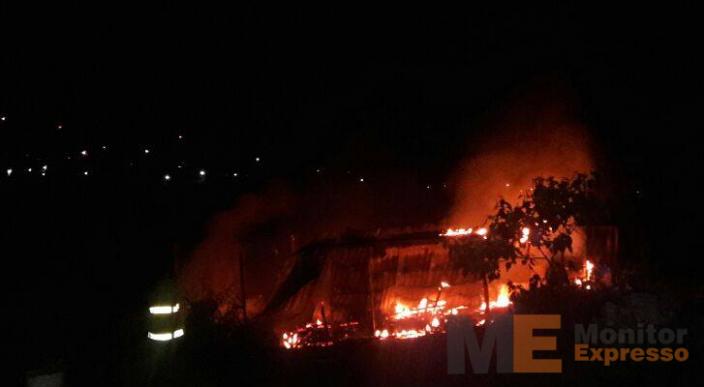 Incendio consume una vivienda en Apatzingán Michoacán; no hay heridos
