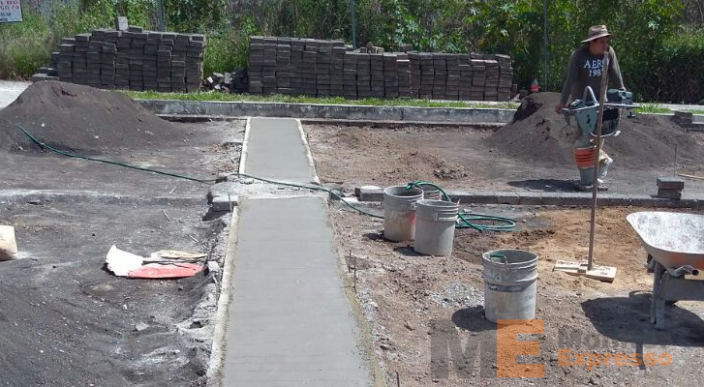 Vecinos de Lomas del Sur arreglan calles que ayuntamiento de Morelia ha olvidado