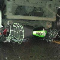 Motociclista casi muere al ser aplastado por una tráiler en Zamora Michoacán