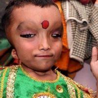En la India veneran a un niño por su parecido al dios Ganesh