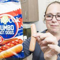 Mujer denuncia en redes haber comprado salchichas jumbo y recibir pequeñas