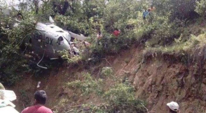 Cae helicóptero que llevaba víveres a damnificados en el Istmo de Tehuantepec