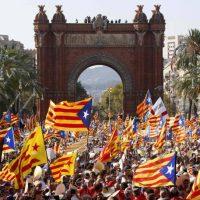 España alista suspensión de independencia de Cataluña