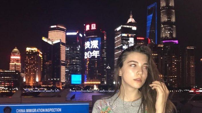 Joven modelo rusa muere tras trabajar 13 horas en pasarela — China